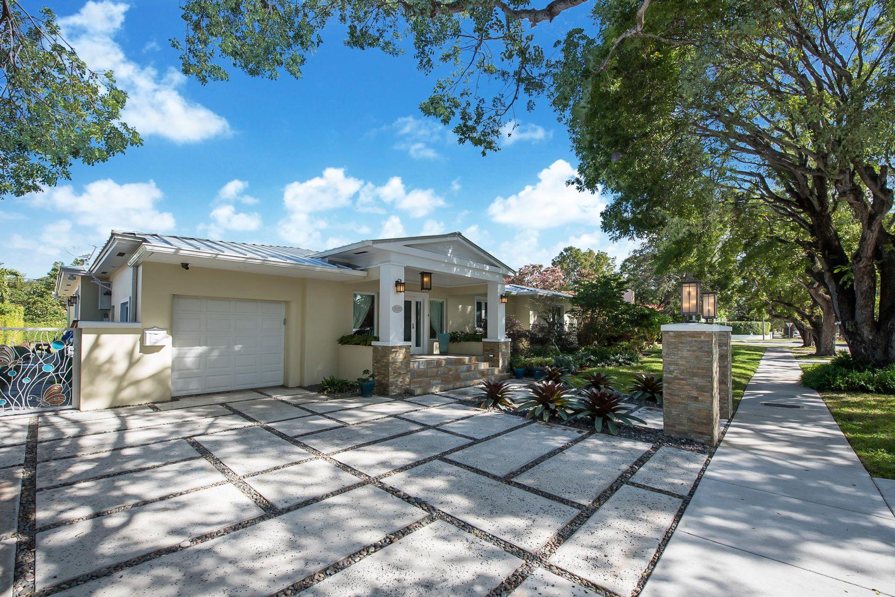 独户住宅 为 销售 在 521 Sw 28th Rd 迈阿密, 佛罗里达州, 33129 美国