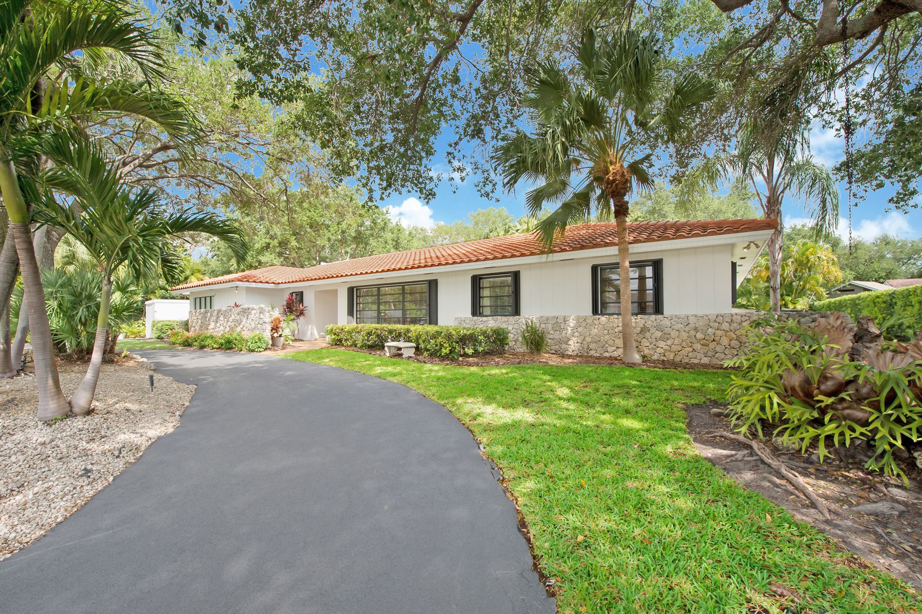 single family homes for Active at 7881 Sw 180th St Palmetto Bay, Florida 33157 United States