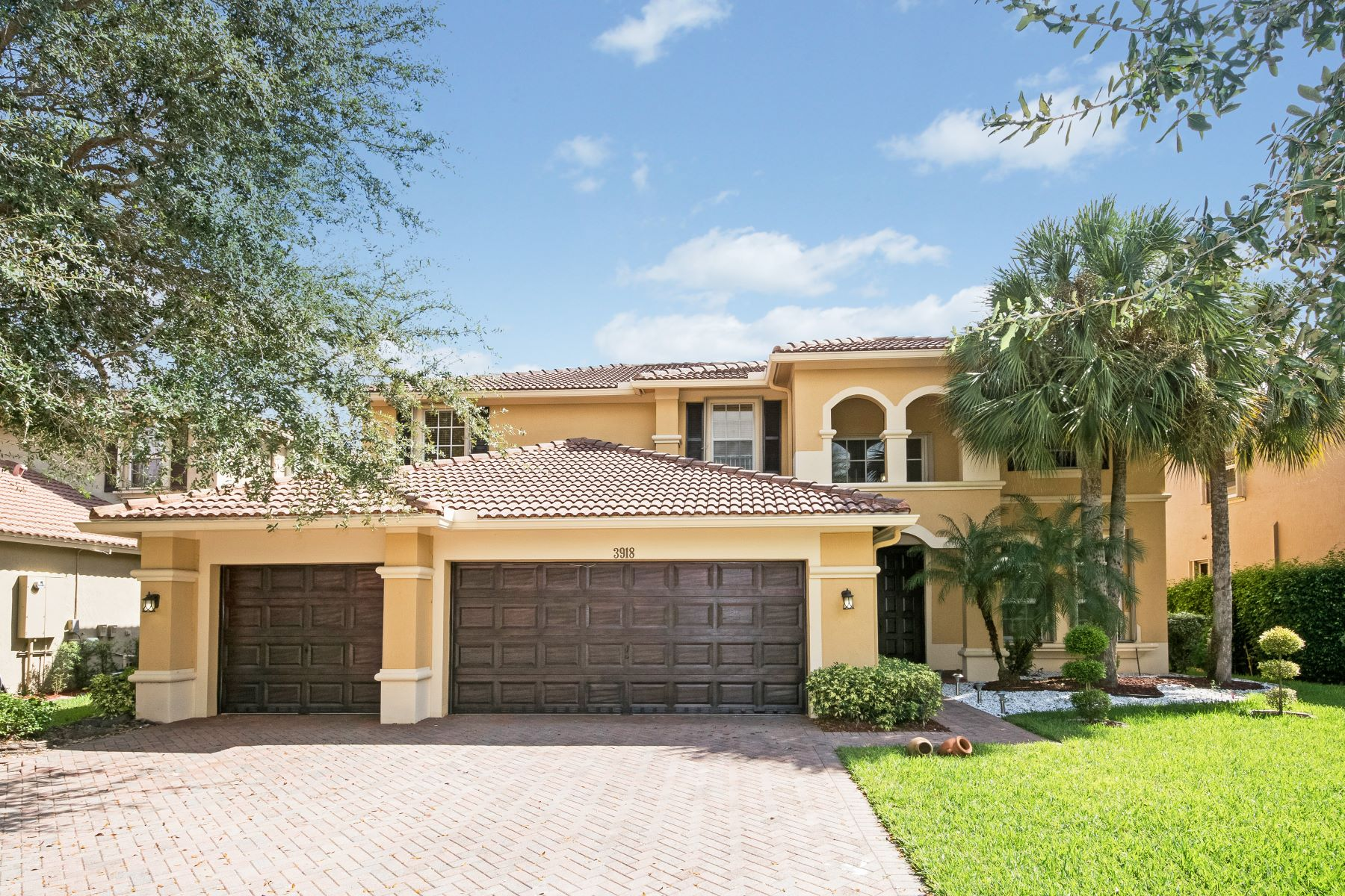 Single Family Homes for Sale at 3918 W Hibiscus St Weston, Florida 33332 United States