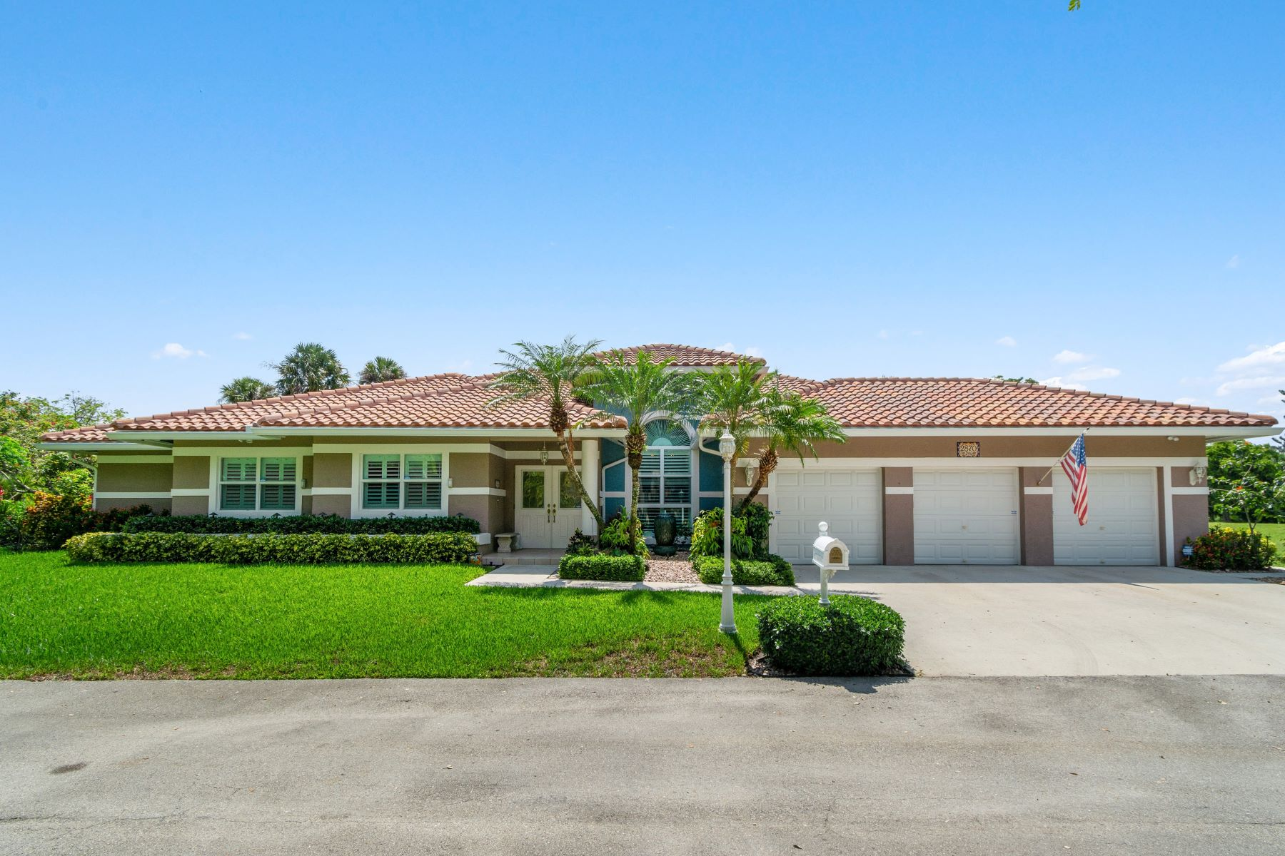 Single Family Homes for Sale at 2870 Oak Tree Ct Oakland Park, Florida 33309 United States