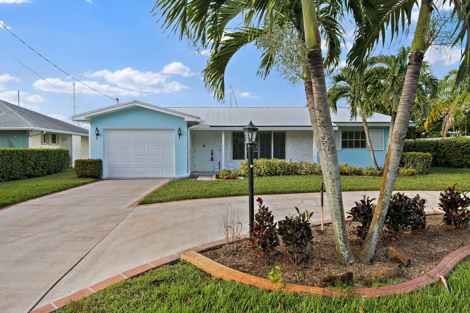 Single Family Home for Sale at 1669 Sw Dyer Point Road 1669 Sw Dyer Point Road Palm City, Florida 34990 United States