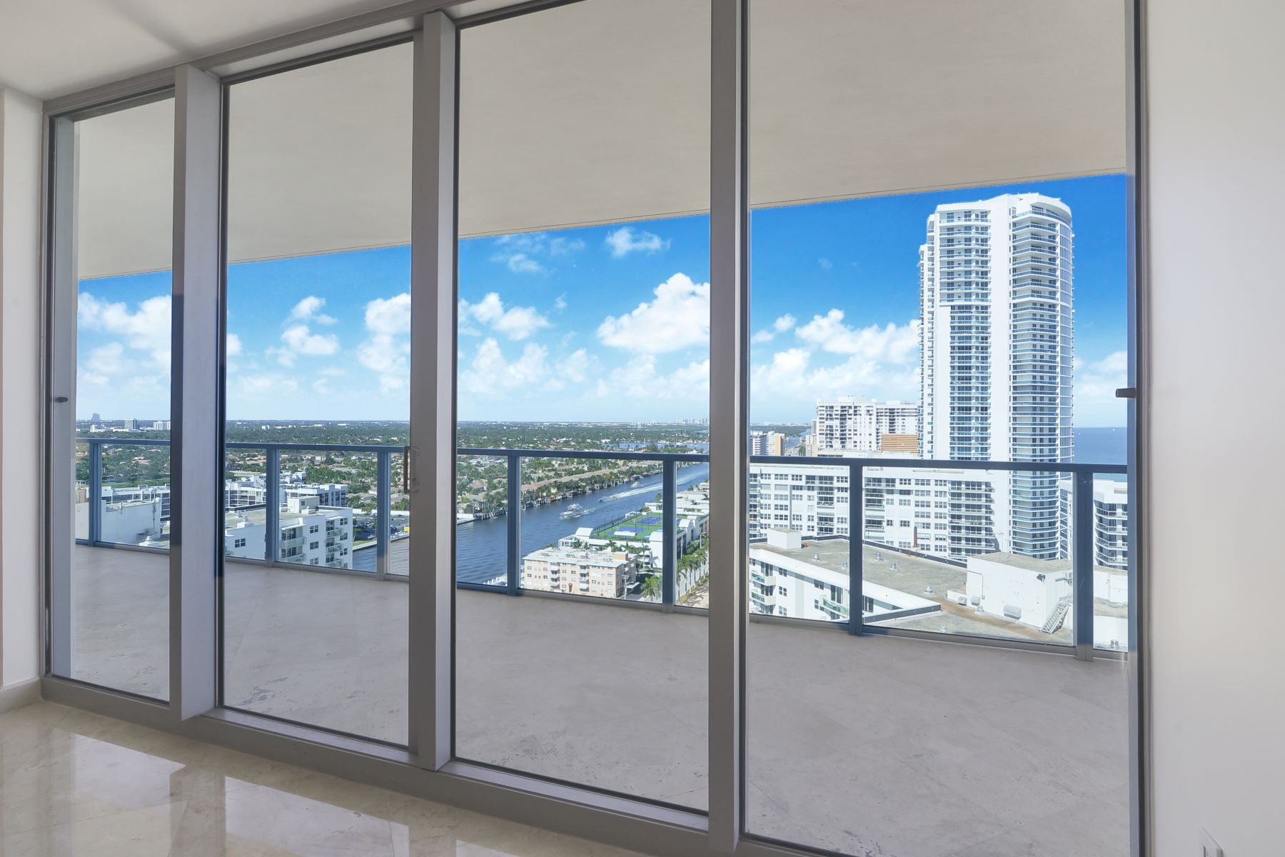 Additional photo for property listing at 3101 S Ocean Dr 2201 Hollywood, Florida 33019 United States