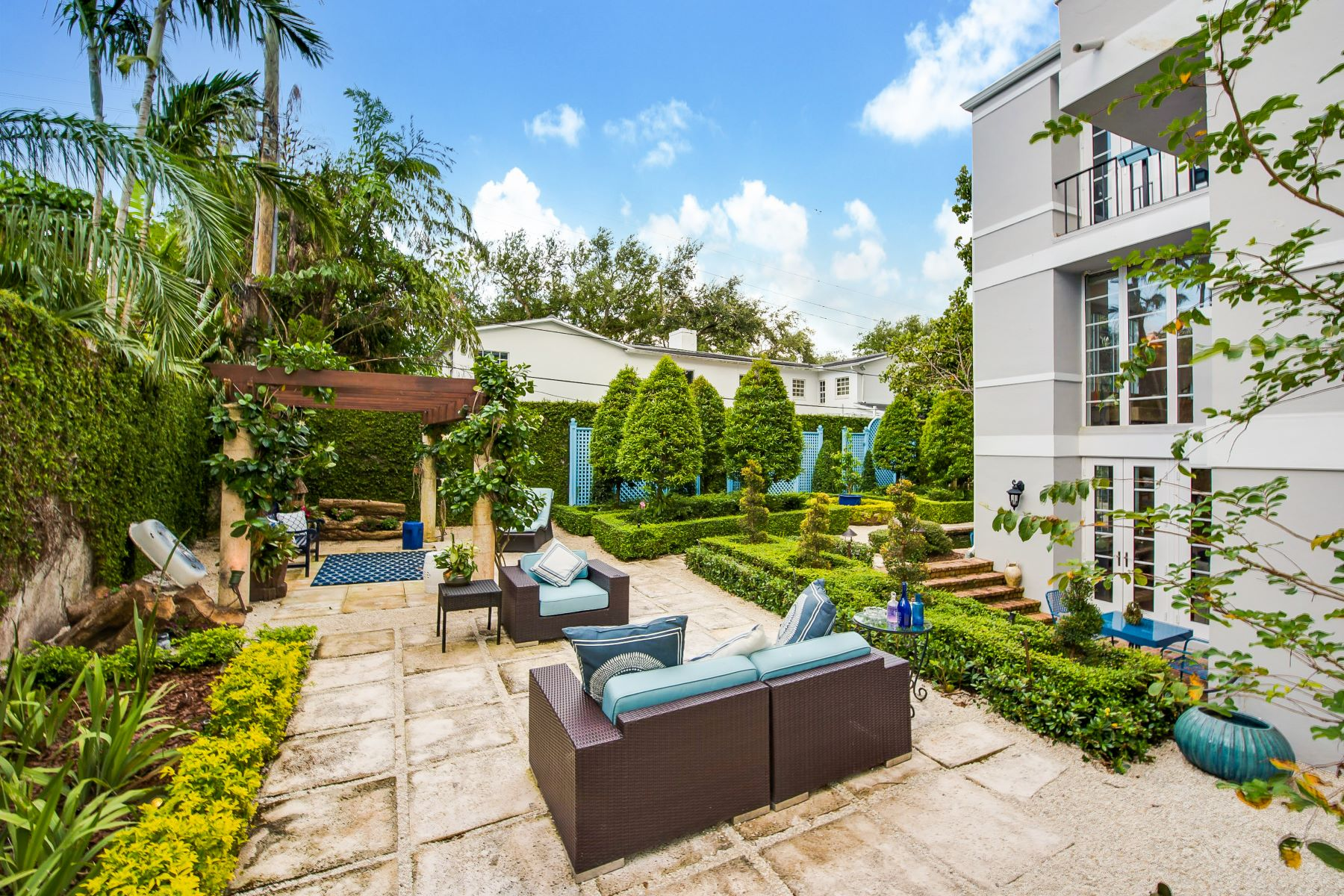 独户住宅 为 销售 在 1020 Hardee Rd 科勒尔盖布尔斯, 佛罗里达州, 33146 美国