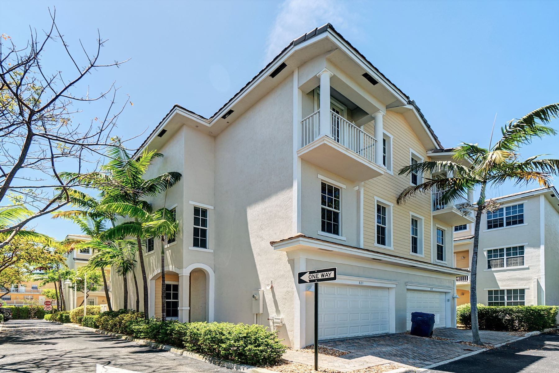 townhouses for Sale at 821 Old Florida Trl Wilton Manors, Florida 33334 United States