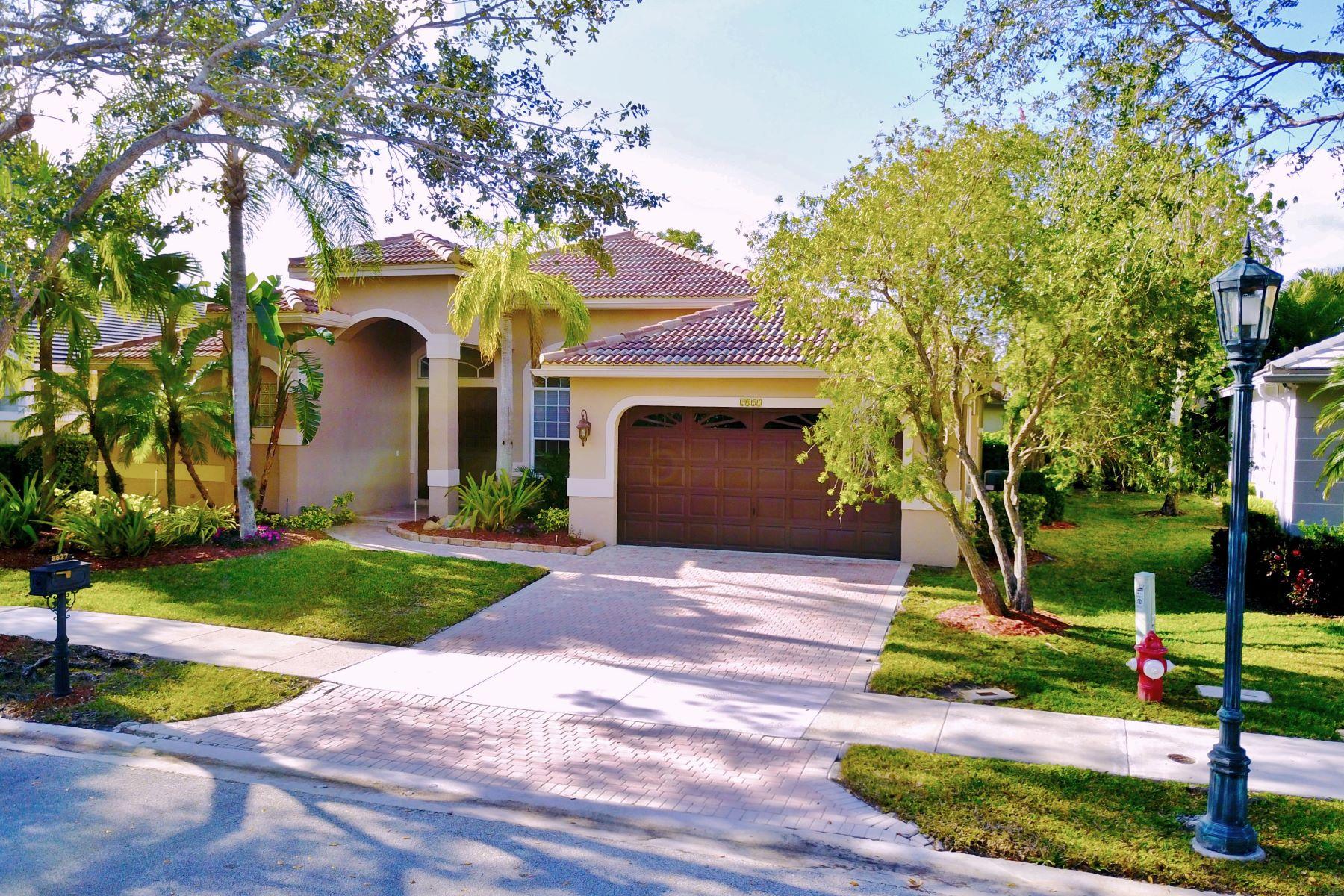 واحد منزل الأسرة للـ Sale في 2827 Oakbrook Ln Weston, Florida, 33332 United States