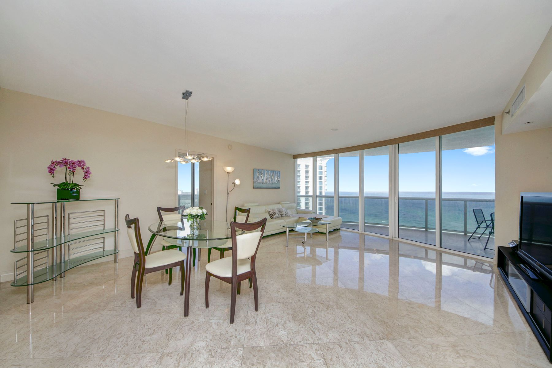 Condominium for Sale at 17201 Collins Ave 17201 Collins Ave 2008, Sunny Isles Beach, Florida, 33160 United States