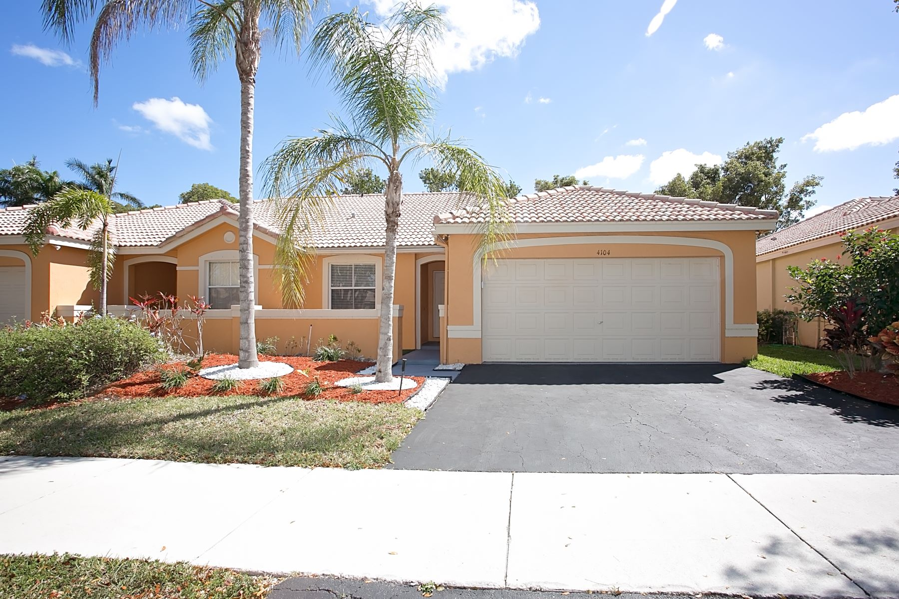 Single Family Home for Rent at 4104 Pine Ridge Ln 4104 Pine Ridge Ln Weston, Florida 33331 United States