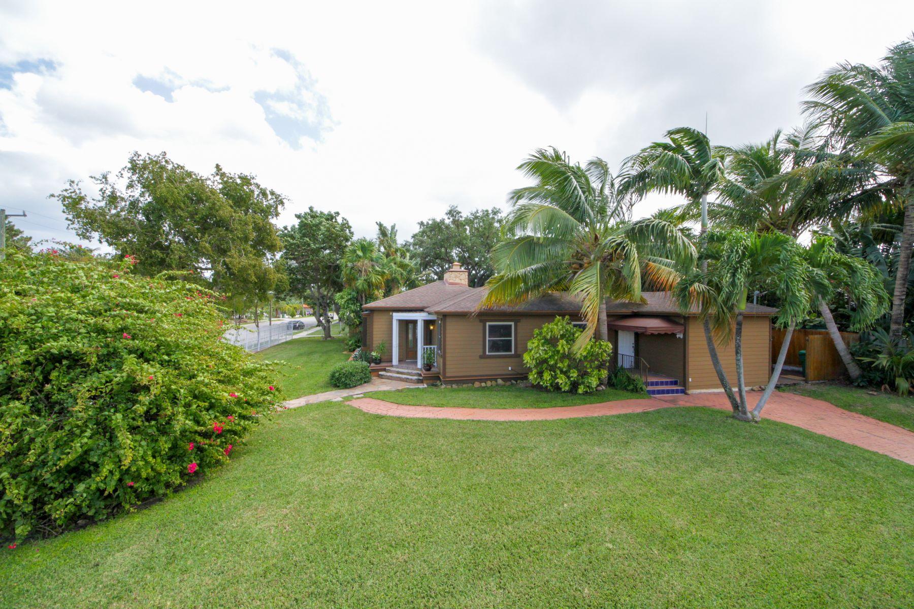 Maison unifamiliale pour l Vente à 800 Ne 76th St Miami, Florida, 33138 États-Unis