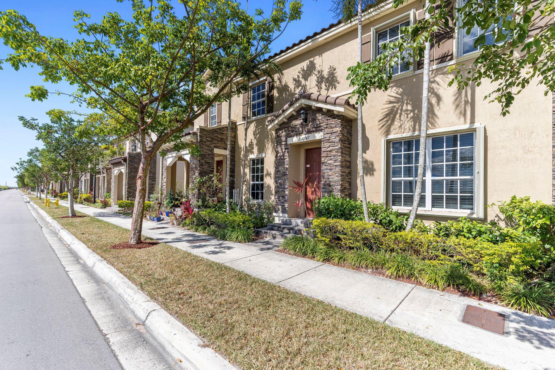 独户住宅 为 销售 在 16747 Sw 96th St 16747 Sw 96th St 16747, 迈阿密, 佛罗里达州, 33196 美国