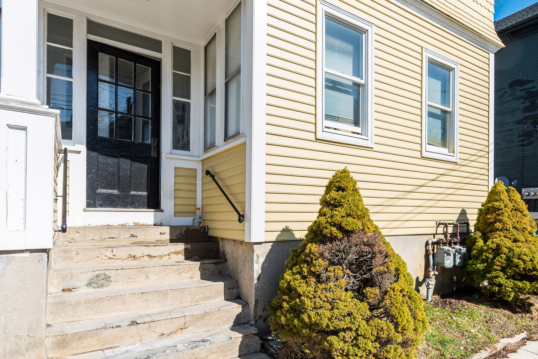 Apartment for Sale at 17 Newport Av, Newport, RI Newport, Rhode Island, 02840 United States