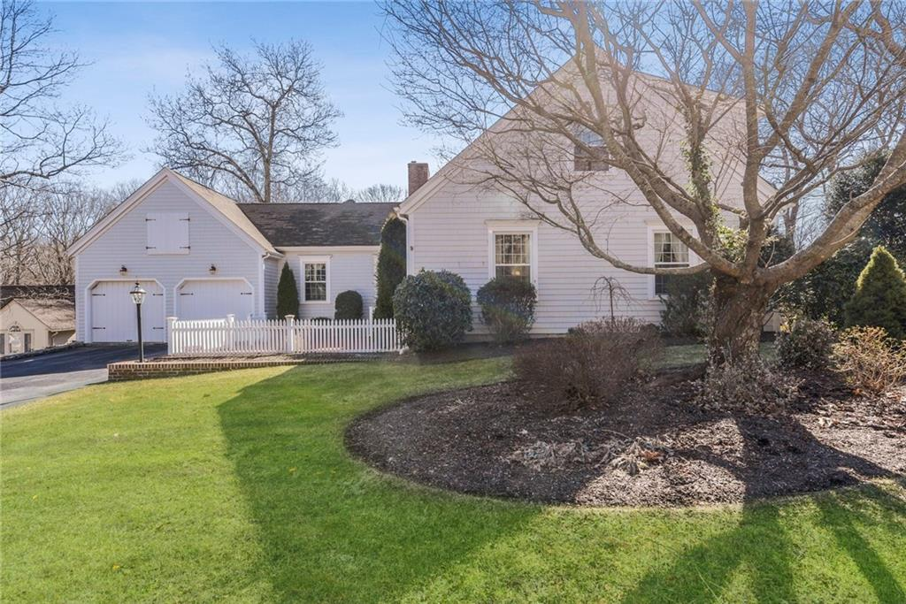 Single Family Homes for Sale at 129 Laurel Ridge Lane, North Kingstown, RI 129 Laurel Ridge Lane North Kingstown, Rhode Island 02852 United States