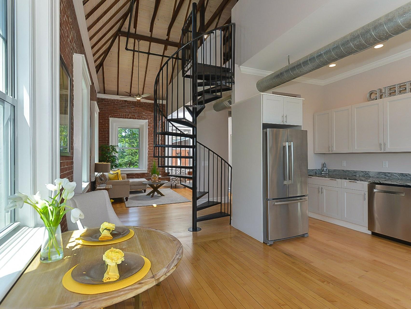 Appartement en copropriété pour l Vente à 169 George St, #303, Pawtucket, RI 169 George St 303 Pawtucket, Rhode Island 02860 États-Unis