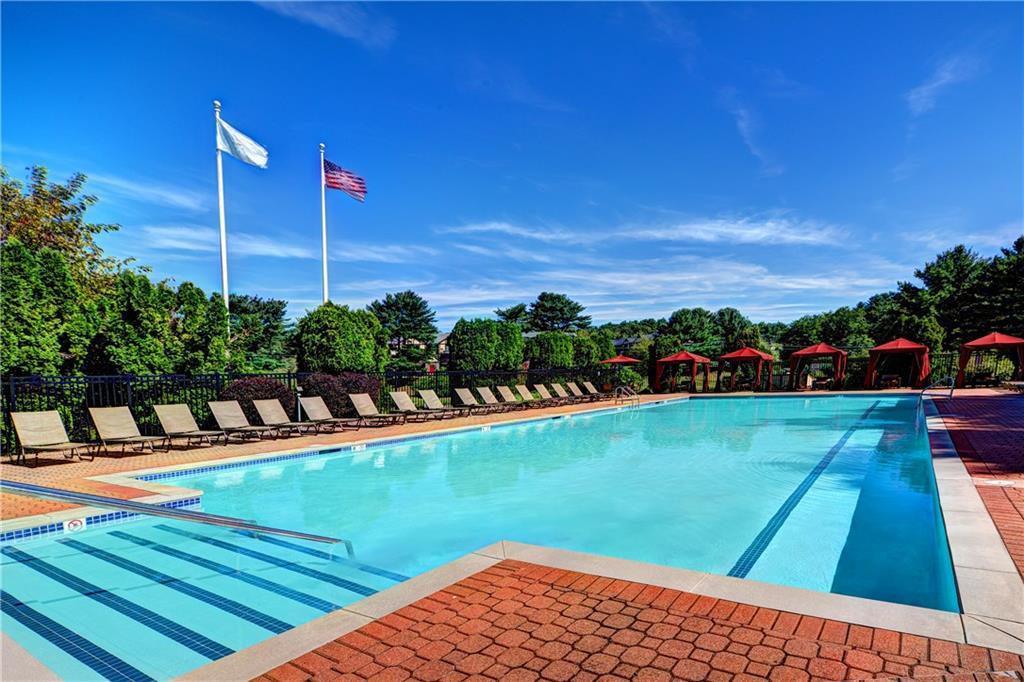 Additional photo for property listing at 42 Cedar Pond Dr, Warwick, RI 42 Cedar Pond Dr Warwick, Rhode Island 02886 Amerika Birleşik Devletleri