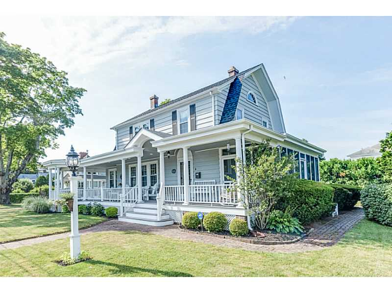 Single Family Home for Sale at 4 Matteson St, North Kingstown, RI North Kingstown, 02852 United States