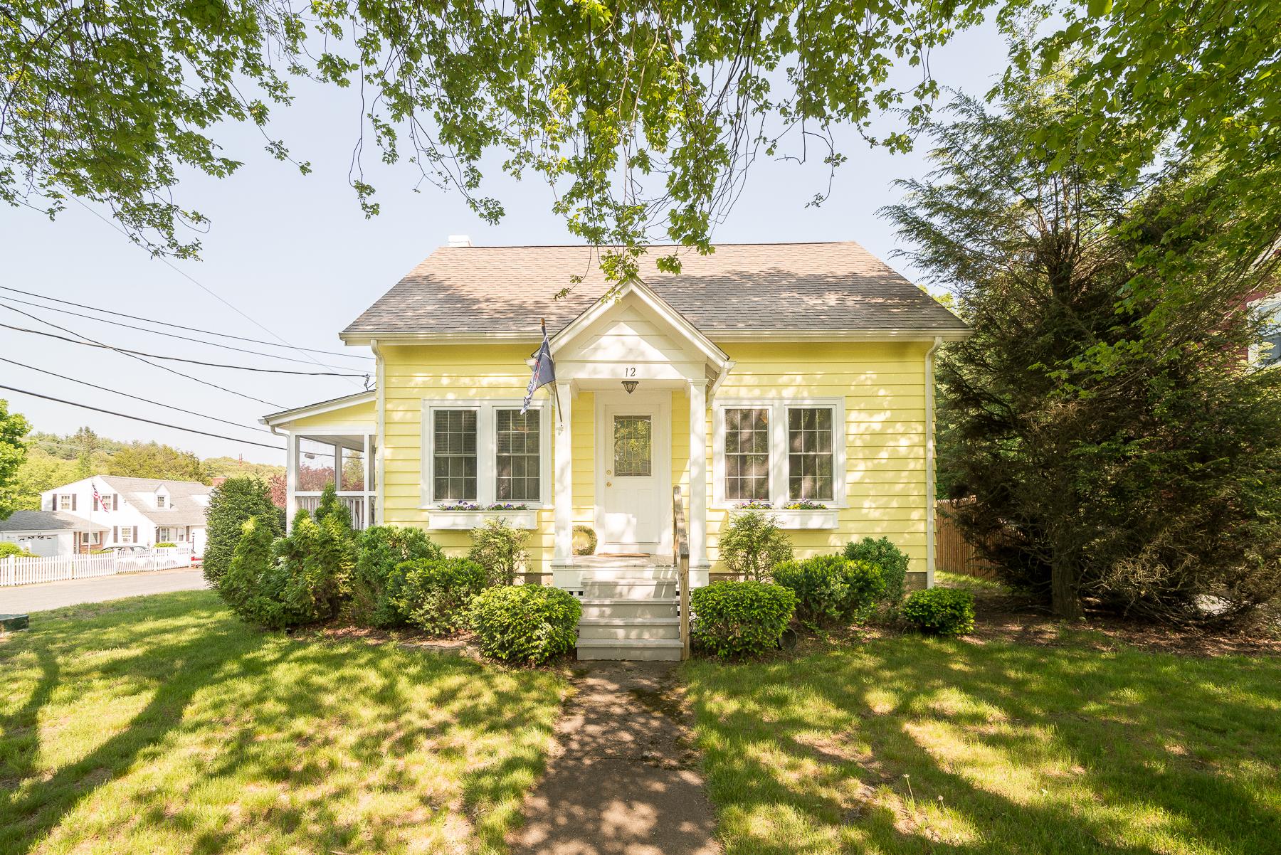 Casa Unifamiliar por un Venta en 12 Maple Av, North Smithfield, RI North Smithfield, Rhode Island, 02865 Estados Unidos