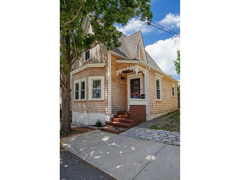 Single Family Home for Sale at 50 Lee Av, Newport, RI Newport, Rhode Island, 02840 United States