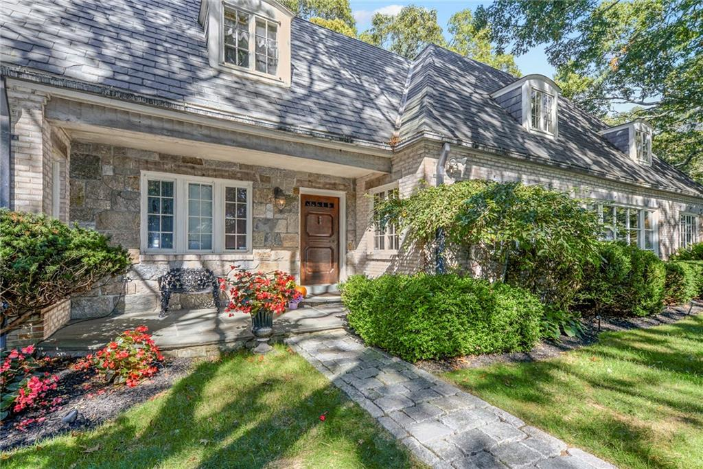 Single Family Homes for Sale at 2625 Oliver Hazard Perry Highway, South Kingstown, RI 2625 Oliver Hazard Perry Highway South Kingstown, Rhode Island 02879 United States