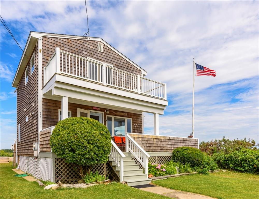 Single Family Homes للـ Sale في 34 Champlin Av., Narragansett, RI Narragansett, Rhode Island 02882 United States