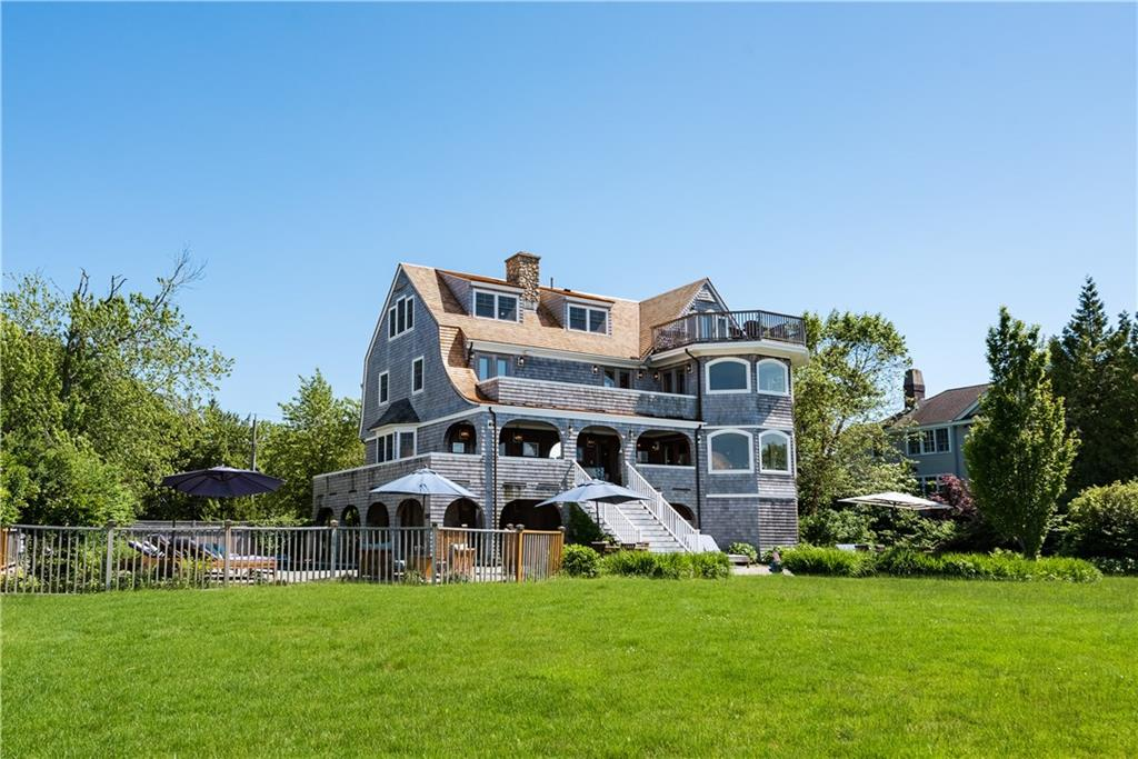 Single Family Homes 为 销售 在 31 Pasadena Avenue, Westerly, RI 31 Pasadena Avenue 韦斯特利, 罗得岛 02891 美国