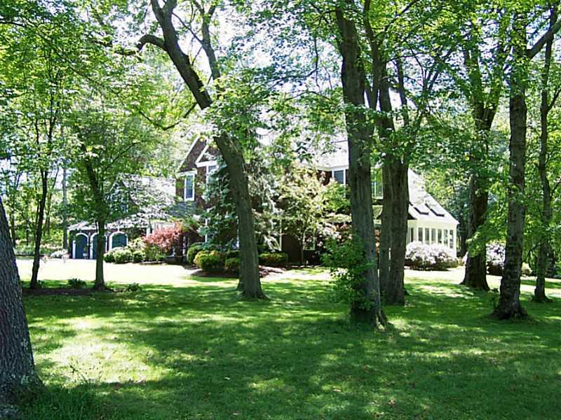 Moradia para Venda às 77 Rumstick Rd, Barrington, RI Barrington, Rhode Island, 02806 Estados Unidos