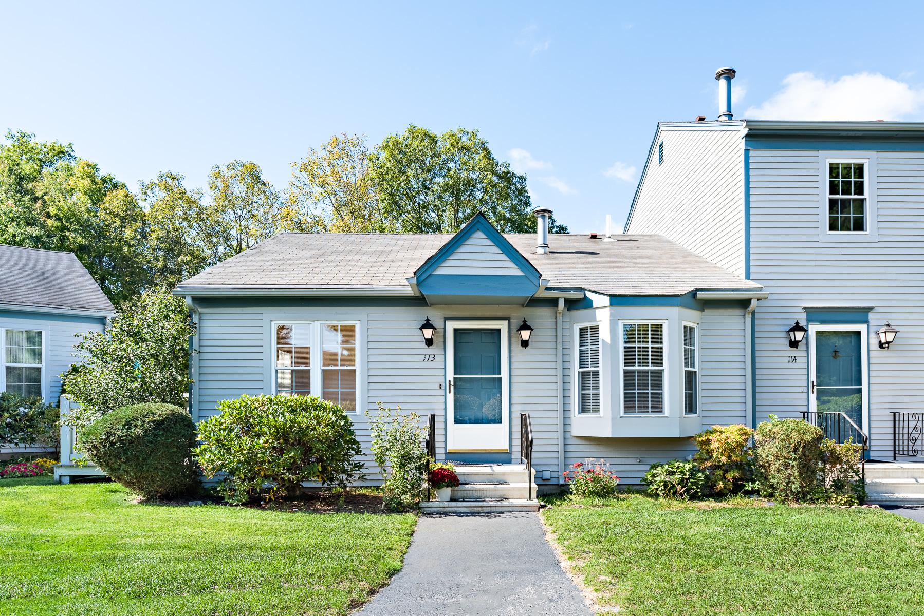 Eigentumswohnung für Verkauf beim 565 Quaker Lane, #113, West Warwick, RI 565 Quaker Lane 113 West Warwick, Rhode Island, 02893 Vereinigte Staaten