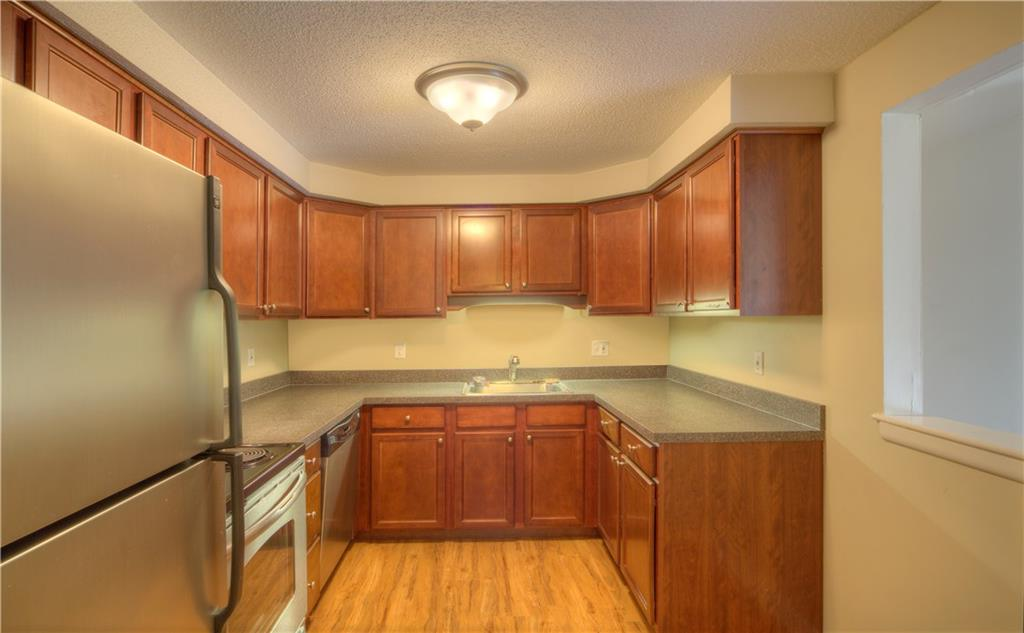 Additional photo for property listing at 42 Cedar Pond Dr, Warwick, RI 42 Cedar Pond Dr Warwick, Rhode Island 02886 États-Unis