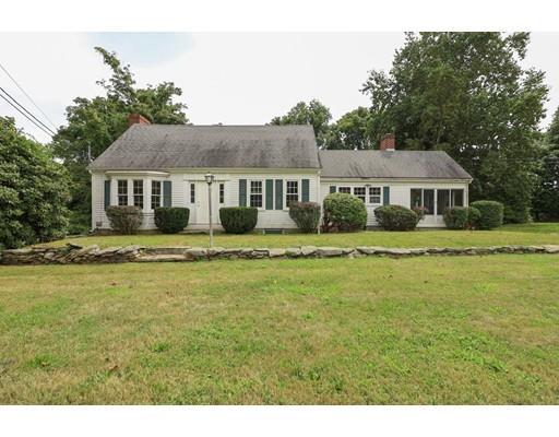 Single Family Homes pour l Vente à 393 Maple Ave., Swansea, MA 393 Maple Ave. Swansea, Massachusetts 02777 États-Unis