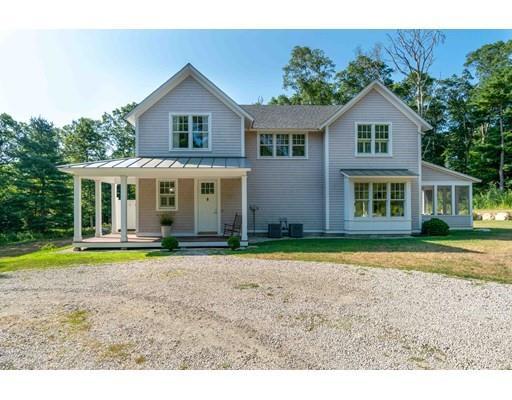 Single Family Homes 为 销售 在 401 River Road Westport, 马萨诸塞州 02790 美国