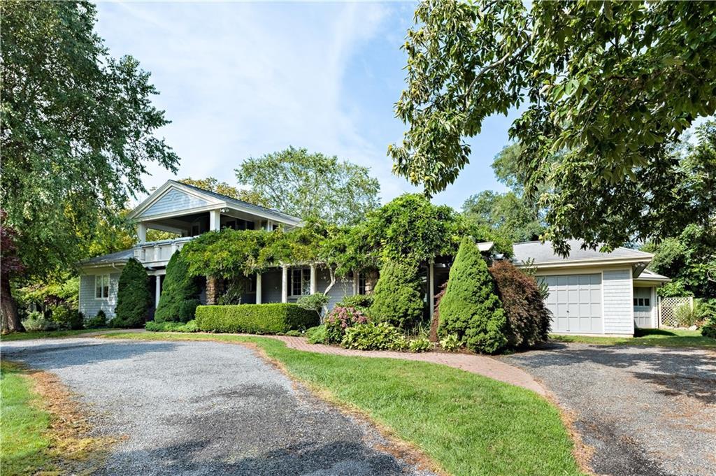 Single Family Homes للـ Sale في 11 West Ridge Rd., Westerly, RI Westerly, Rhode Island 02891 United States