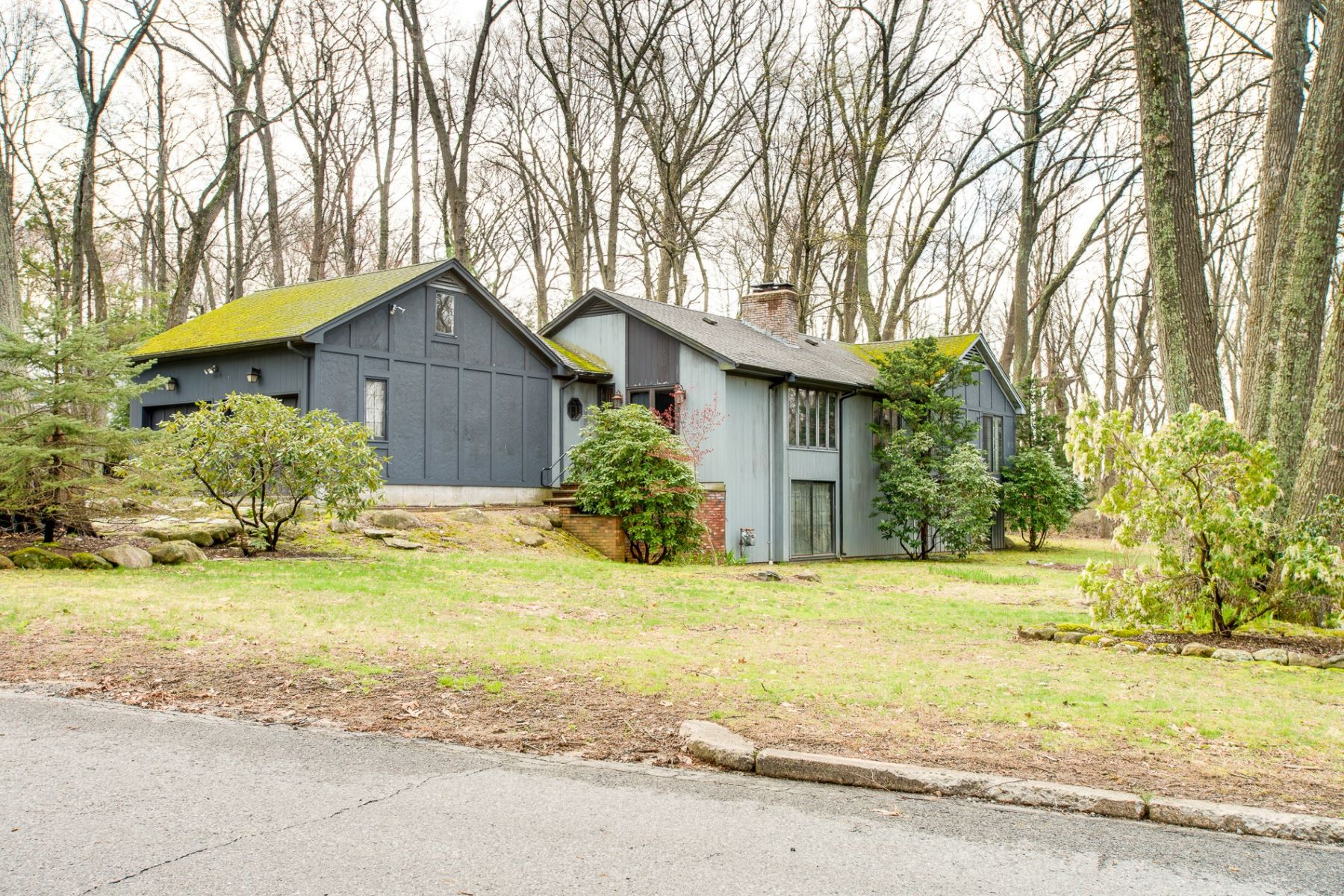single family homes for Sale at 6 Lennon Rd, Lincoln, RI Lincoln, Rhode Island 02865 United States