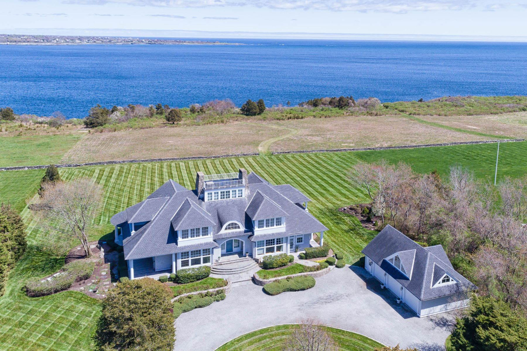 Single Family Homes 为 销售 在 597 Beavertail Road, Jamestown, RI 597 Beavertail Road 詹姆斯敦, 罗得岛 02835 美国