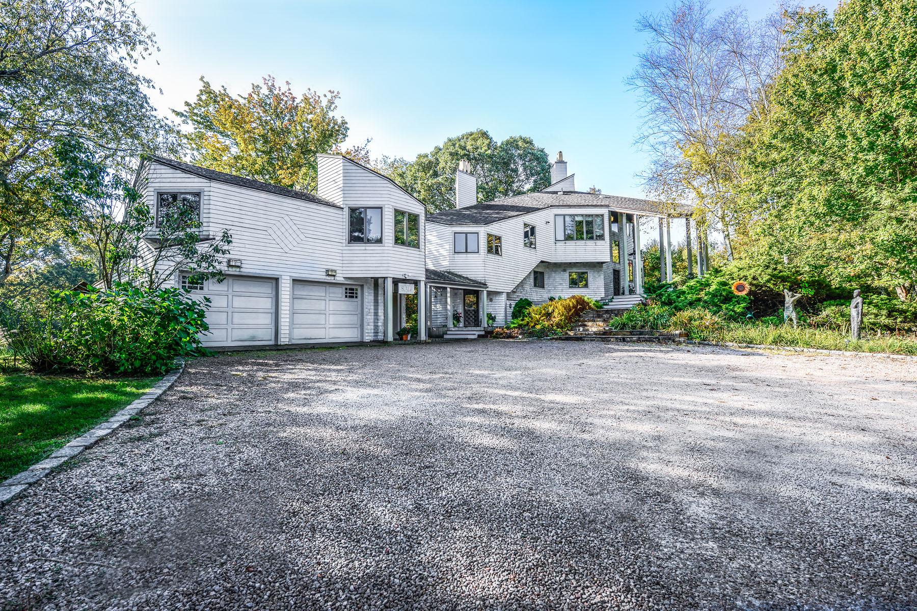 Maison unifamiliale pour l Vente à Sun Up 10 No Bottom Ridge Rd Westerly, Rhode Island 02891 États-Unis