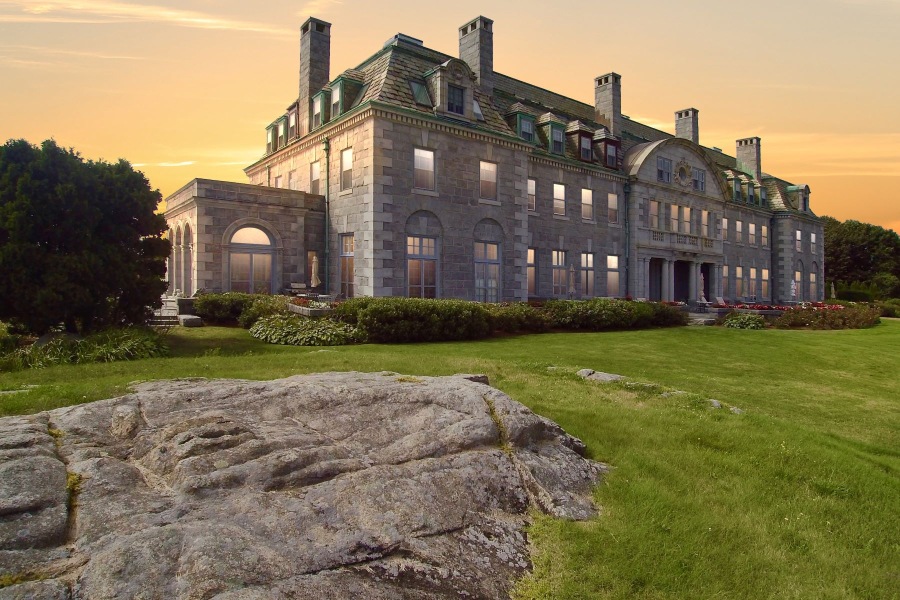 Condominium for Active at Round Hill Mansion Penthouse 48 North Shore Dr 14 Dartmouth, Massachusetts 02748 United States