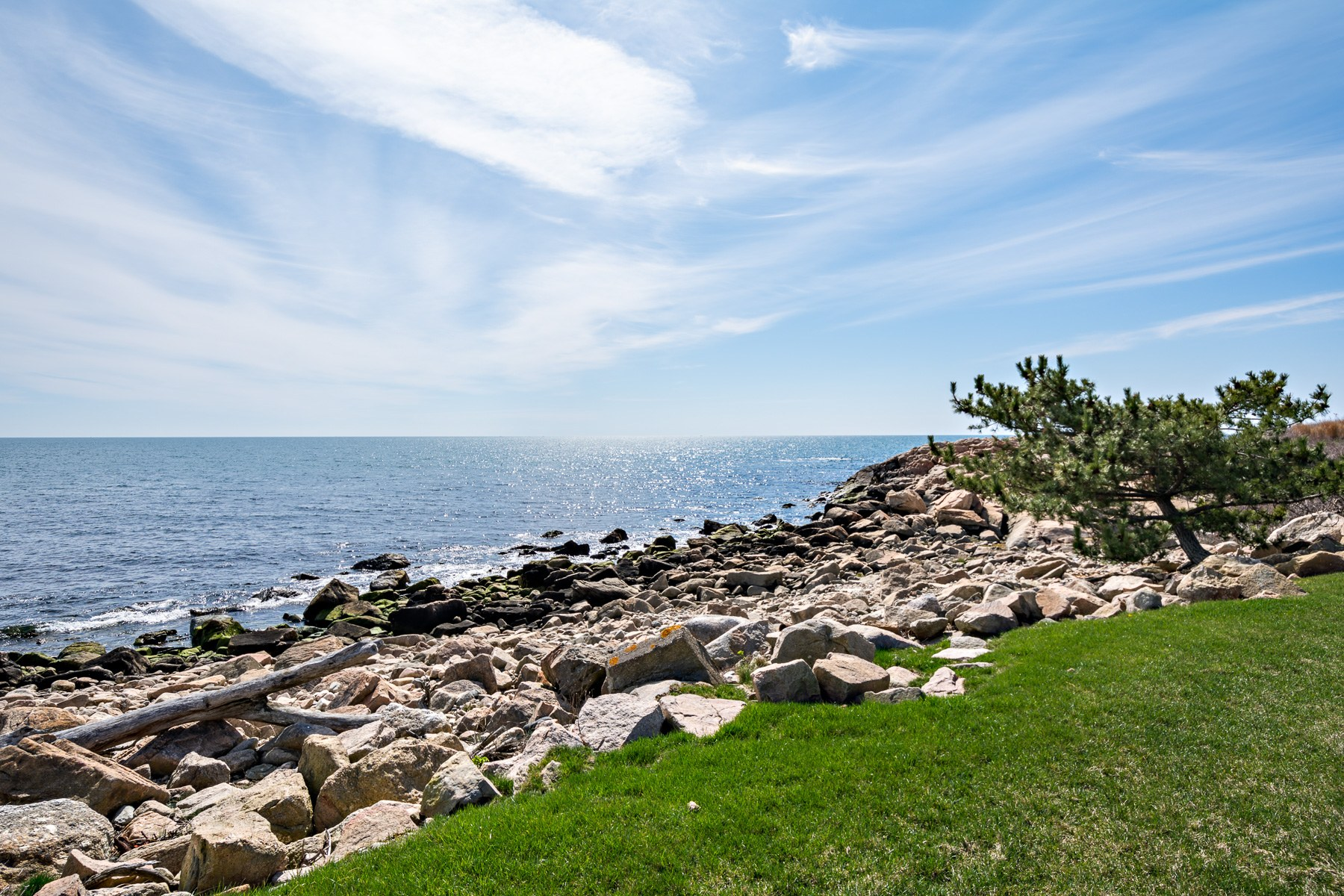 Additional photo for property listing at 518 Ocean Road, Narragansett, RI 518 Ocean Road Narragansett, Rhode Island 02882 United States