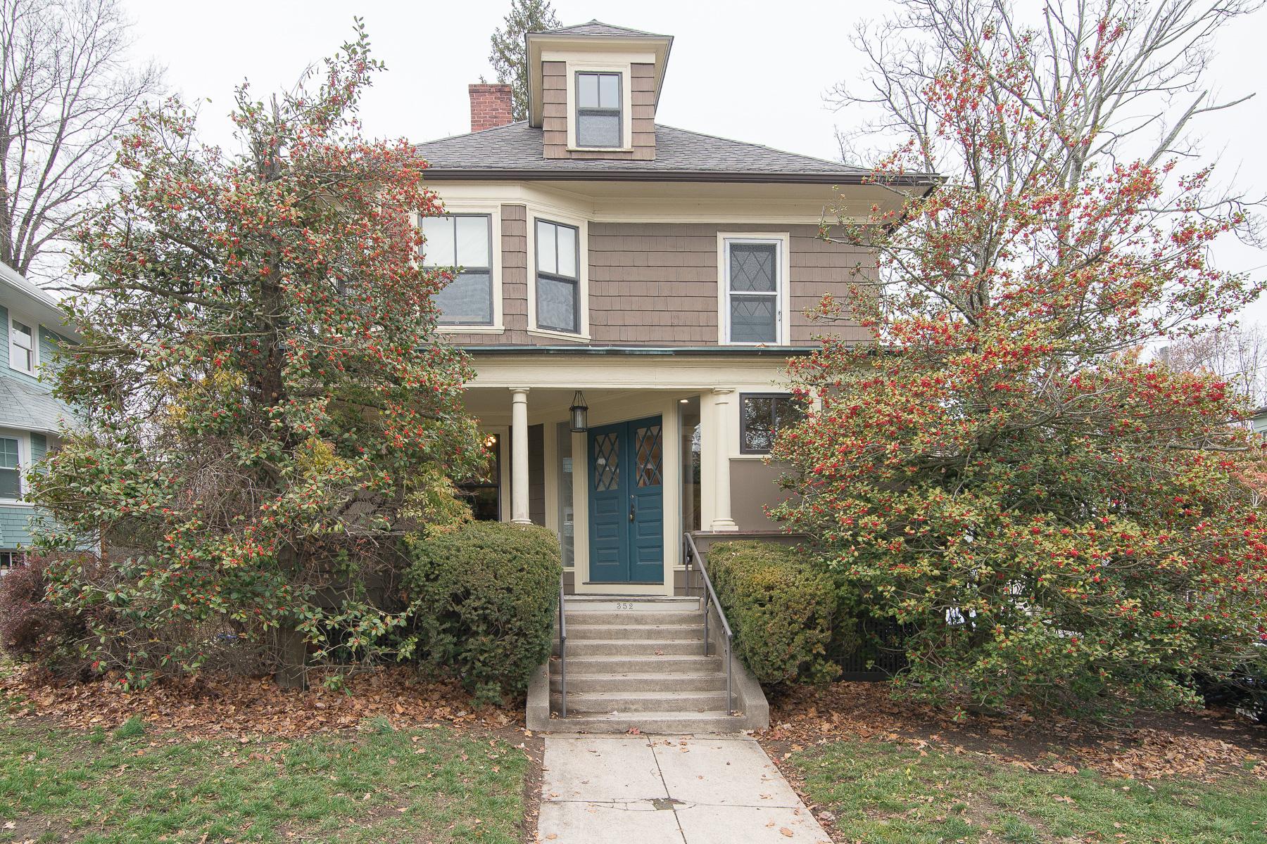 Single Family Home for Sale at 352 Lloyd Av, East Side Of Prov, RI Providence, Rhode Island, 02906 United States