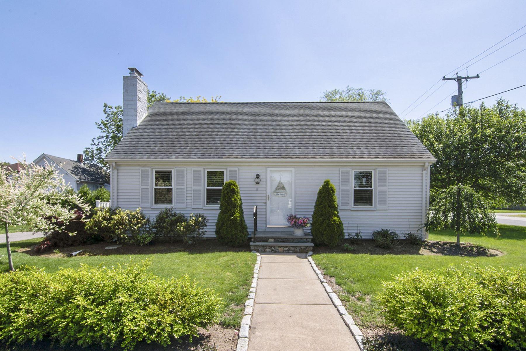 Single Family Homes για την Πώληση στο 18 Fourth Av., East Greenwich, RI East Greenwich, Ροουντ Αϊλαντ 02818 Ηνωμένες Πολιτείες