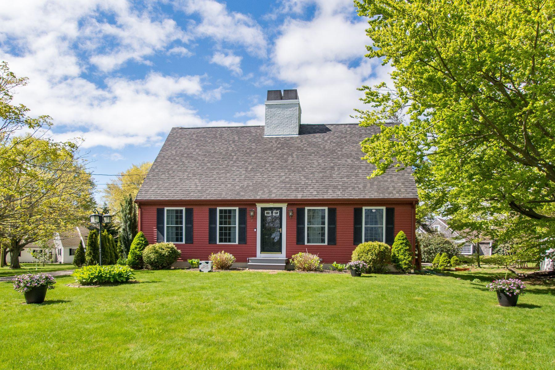 single family homes für Verkauf beim 2 Johnson Ter, Middletown, RI Middletown, Rhode Island 02842 Vereinigte Staaten