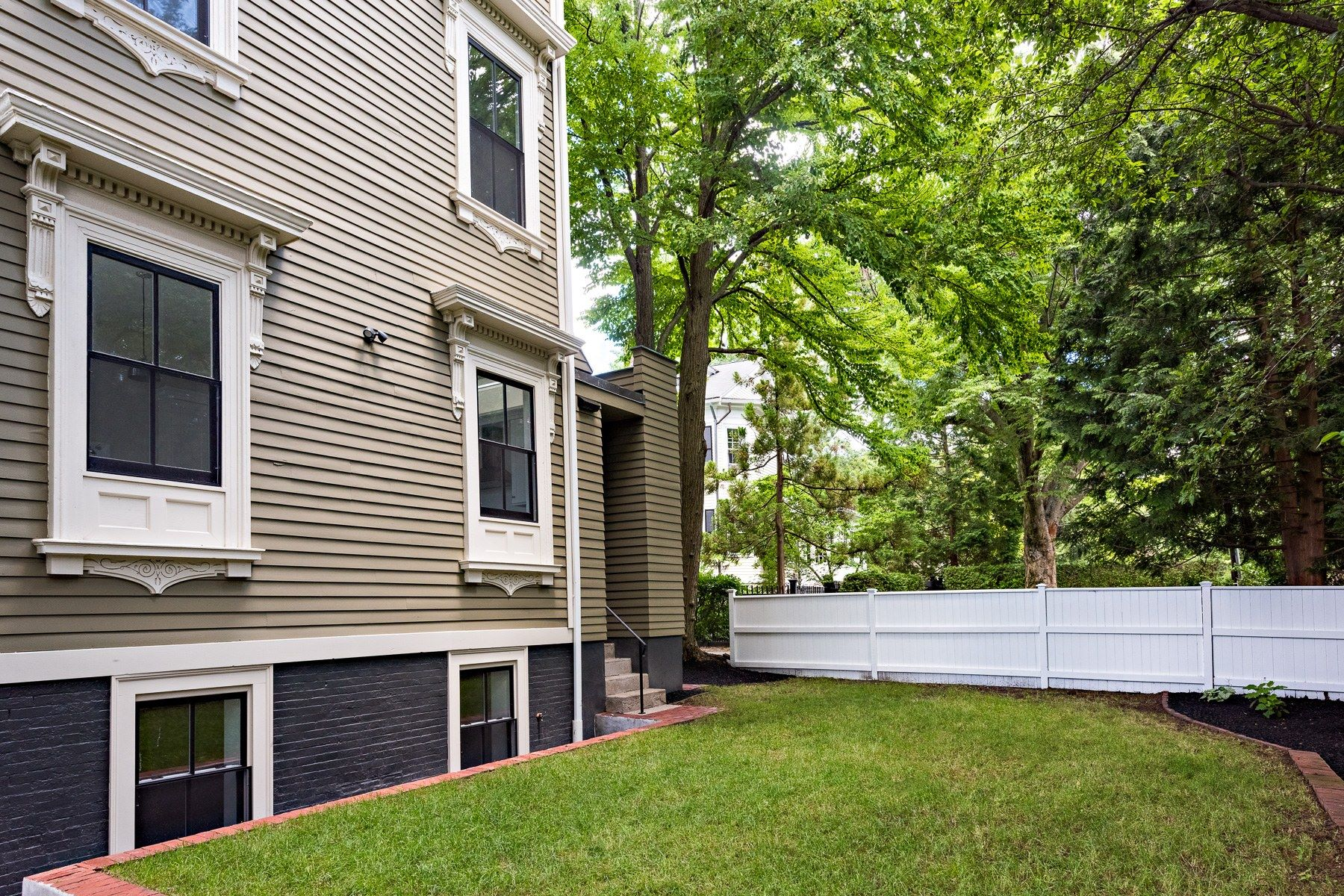 Additional photo for property listing at 13 Cushing Street, #1, East Side Of Providence, RI 13 Cushing Street, 1 Providence, Rhode Island 02906 United States