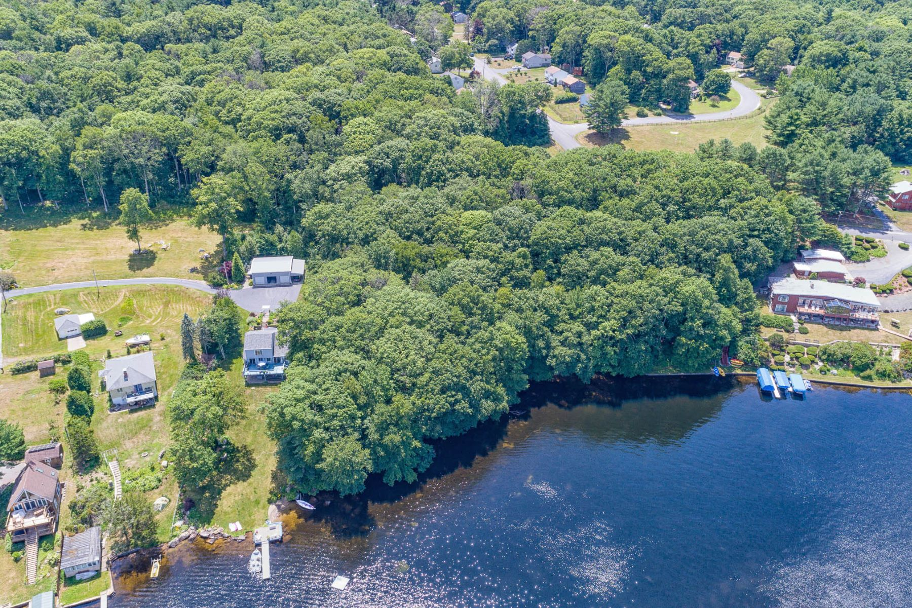 Additional photo for property listing at 2 Lakeside Terrace, Voluntown, CT  Voluntown, Connecticut 06384 Stati Uniti