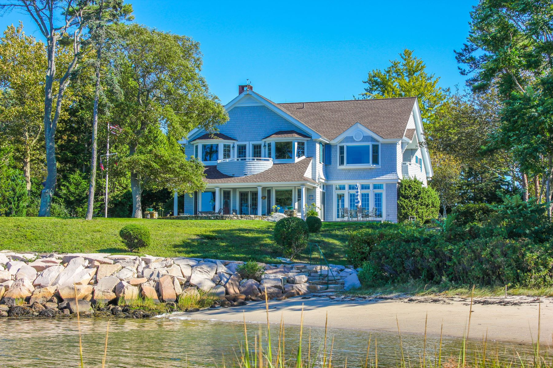 Single Family Homes por un Venta en 9 Water's Edge Road, Westerly, RI 9 Water's Edge Road Westerly, Rhode Island 02891 Estados Unidos