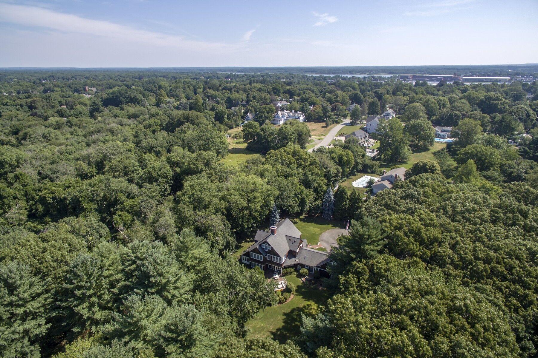 Villa per Vendita alle ore 77 Rumstick Road Barrington, RI 02806 77 Rumstick Rd Barrington, Rhode Island, 02806 Stati Uniti