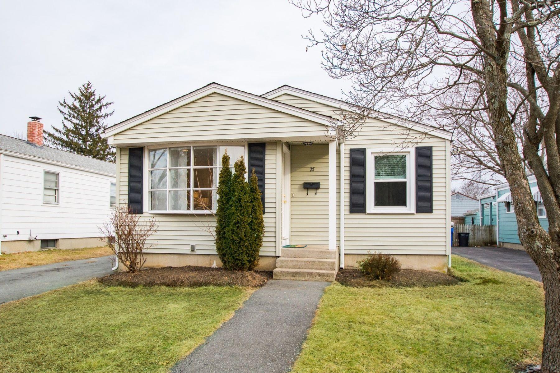 Single Family Homes 용 매매 에 Cranston, 로드아일랜드 02920 미국