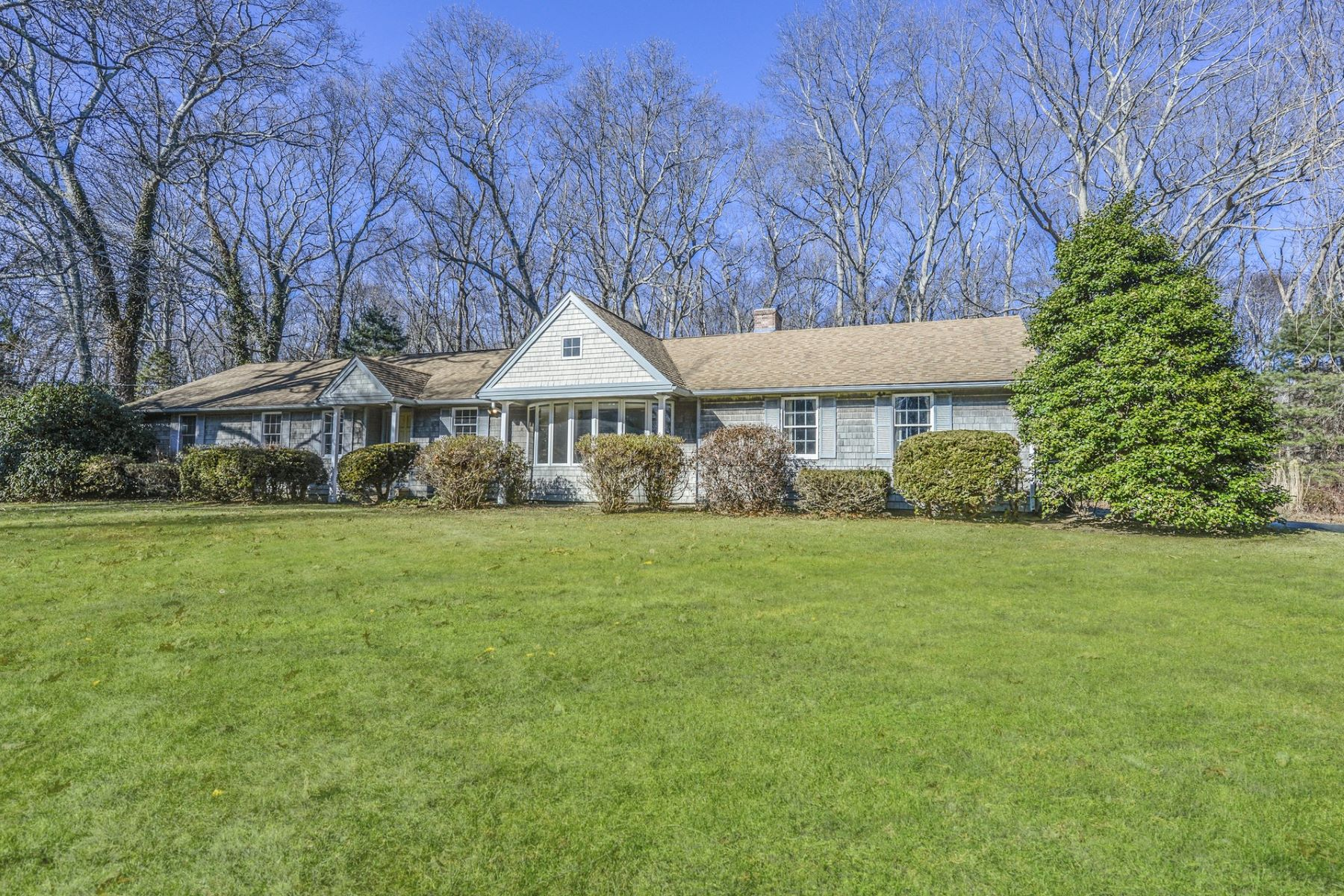 Single Family Homes for Sale at 304 Beacon Drive, North Kingstown, RI North Kingstown, Rhode Island 02852 United States