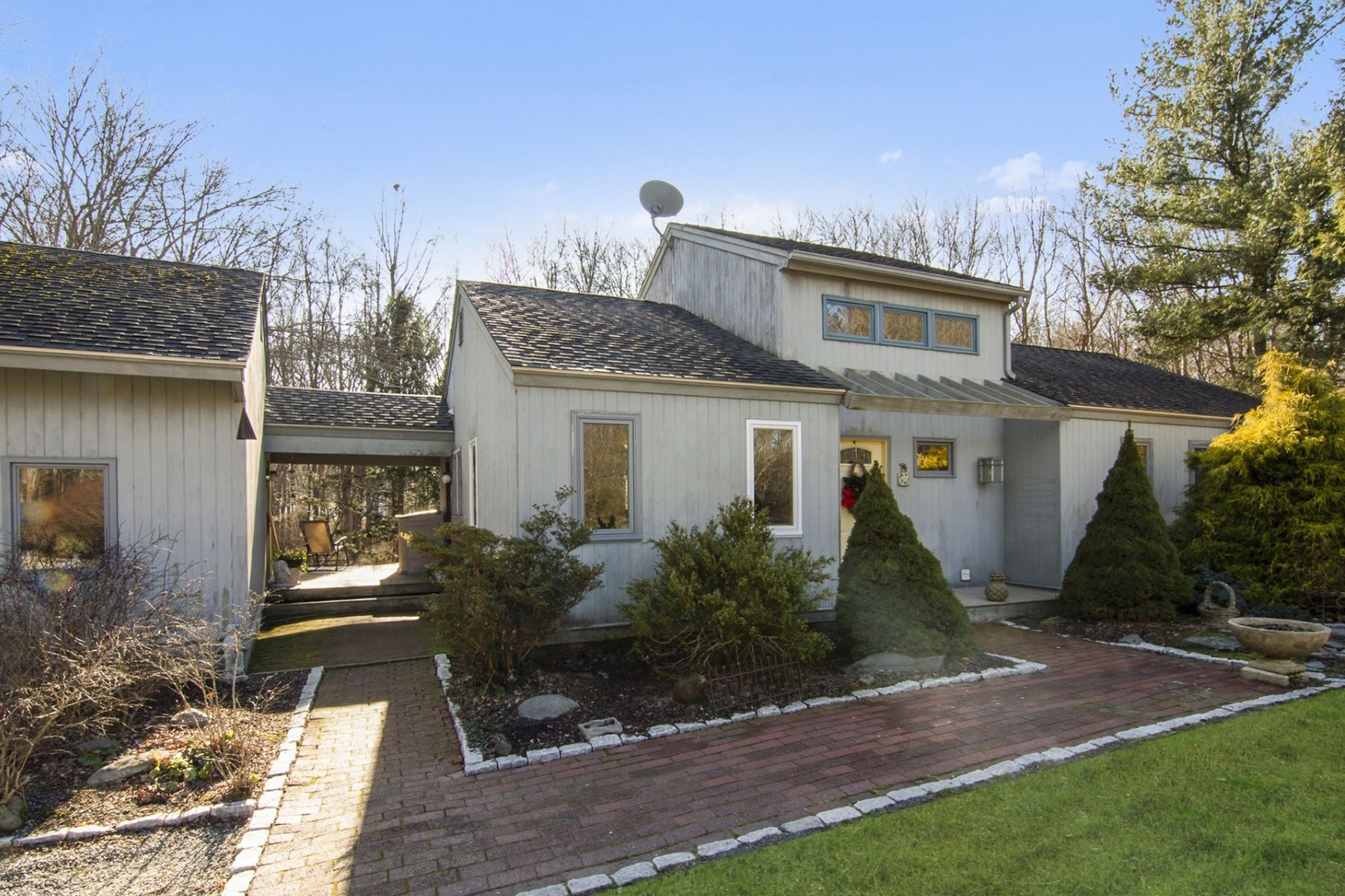 Single Family Homes for Sale at 584 West Reach Drive, Jamestown, RI Jamestown, Rhode Island 02835 United States