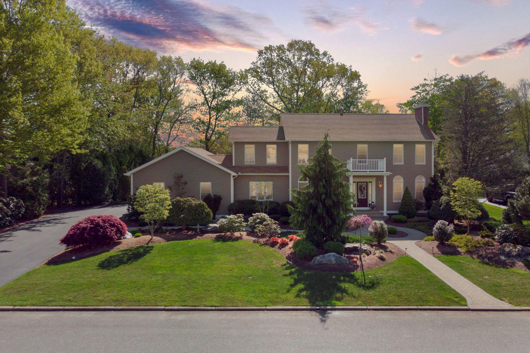 single family homes voor Verkoop op 10 Belle Isle Way, Cranston, RI Cranston, Rhode Island 02921 Verenigde Staten