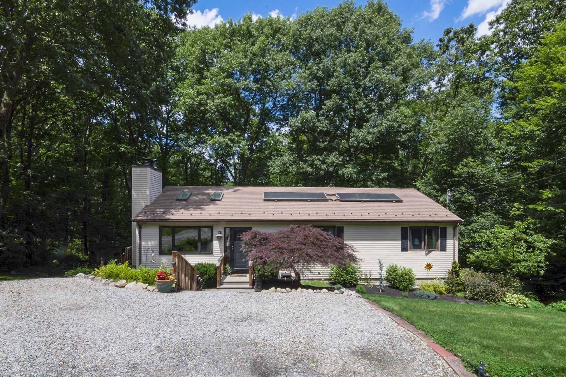 Single Family Homes per Vendita alle ore 22 Deer Run, Cranston, RI Cranston, Rhode Island 02921 Stati Uniti