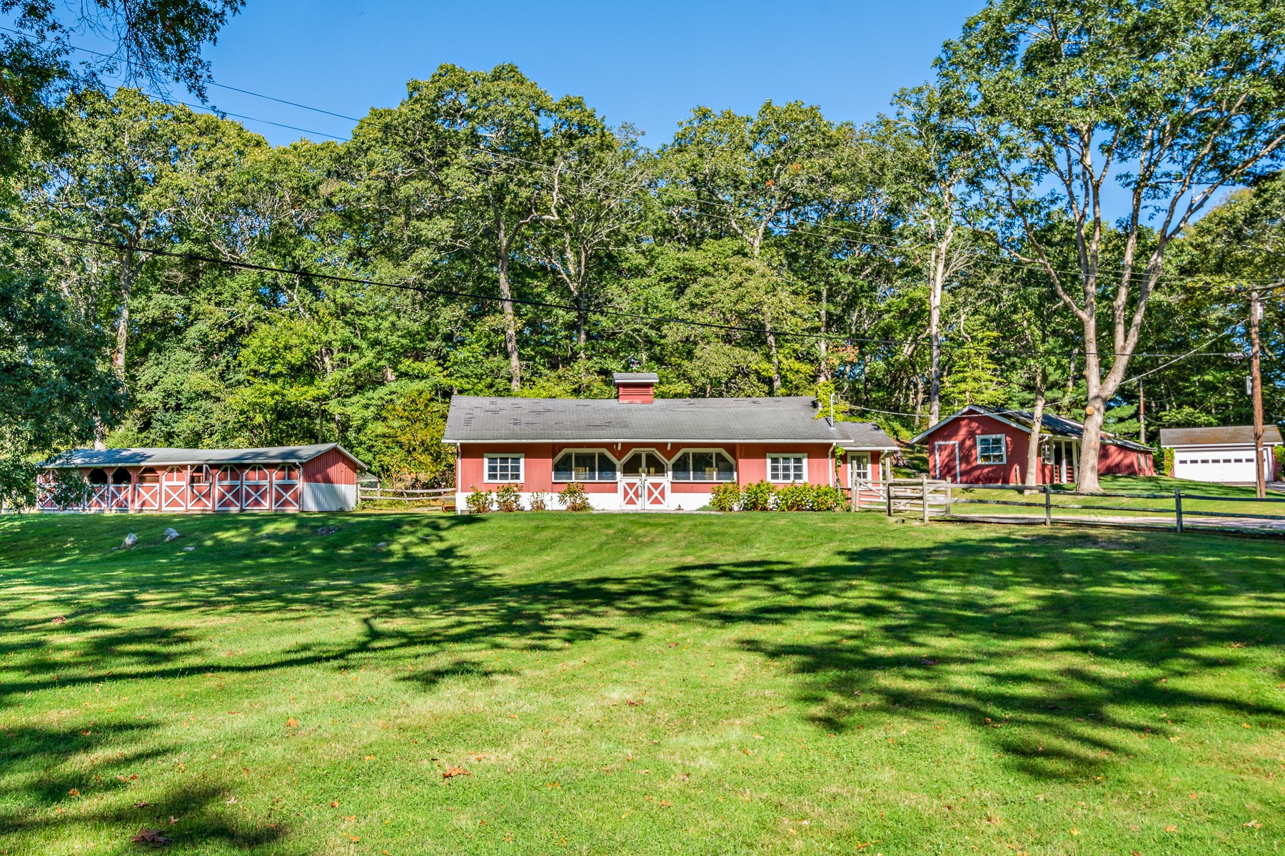 Additional photo for property listing at 527 Ministerial Road, South Kingstown, RI 527 Ministerial Road South Kingstown, Rhode Island 02879 United States