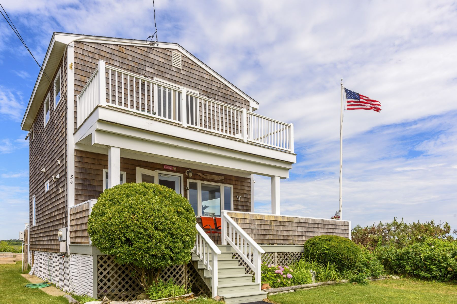 Single Family Homes per Vendita alle ore 34 Champlin Av., Narragansett, RI Narragansett, Rhode Island 02882 Stati Uniti