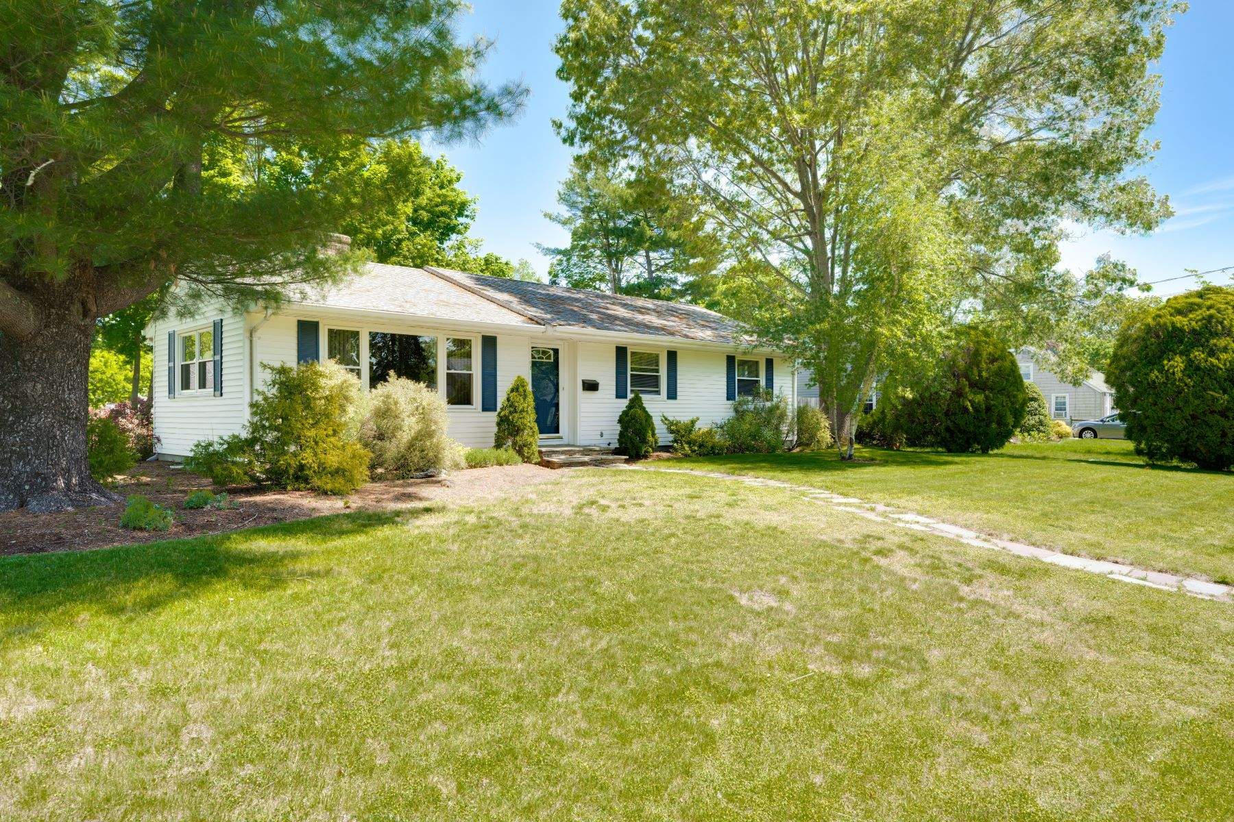 Single Family Homes for Sale at 12 Prudence Court, Warwick, RI 12 Prudence Court Warwick, Rhode Island 02888 United States