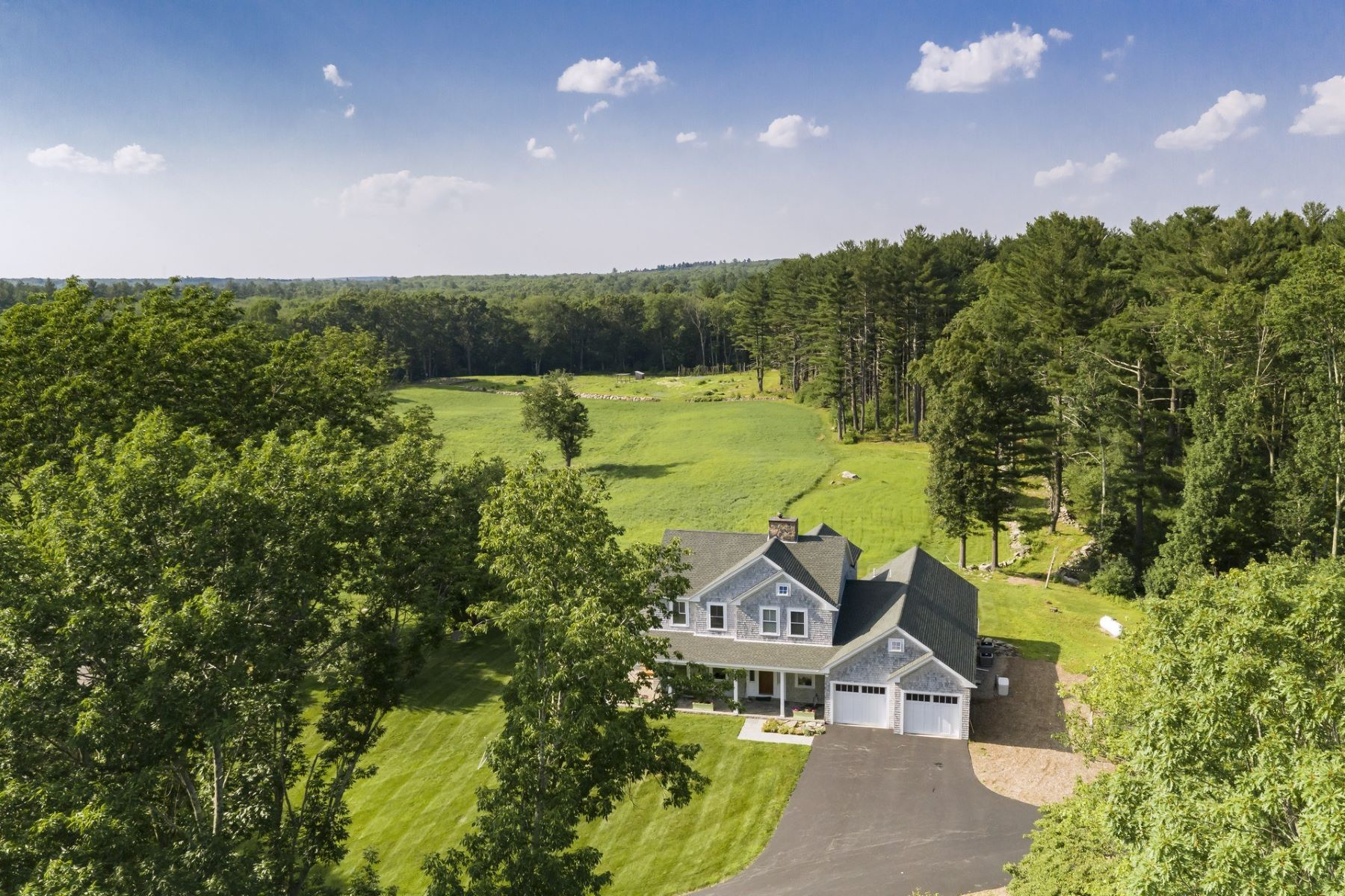Single Family Homes for Sale at 459 Log Road, Smithfield, RI 459 Log Road Smithfield, Rhode Island 02917 United States